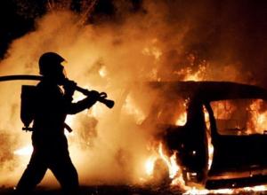 В Воронеже ночью полностью сгорел Mercedes