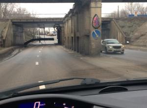 На дорогу в Воронеже рухнула часть моста