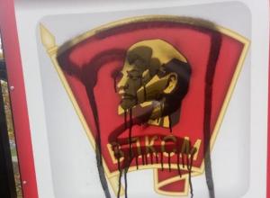 Надругавшихся над Лениным вандалов ищет воронежская полиция