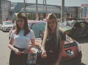 Топ-5 девушек в пилотках на 9 мая в Воронеже