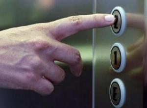 Грабитель напал на 14-летнего школьника в лифте дома