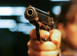 В центре Воронежа неизвестный человек открыл стрельбу