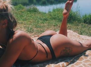 Жаркими снимками с пляжа в бикини порадовала воронежцев спортсменка