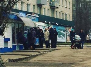 К киоскам с лотерейными билетами в Воронеже выстраиваются очереди