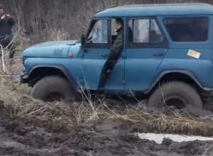 На видео попало спасение УАЗа под Воронежем