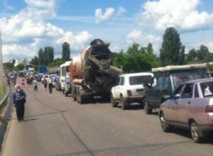 Автомобилисты пожаловались на ужасную пробку на выезде из Воронежа