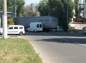 Огромная пробка на улице Дорожной в Воронеже попала на фото