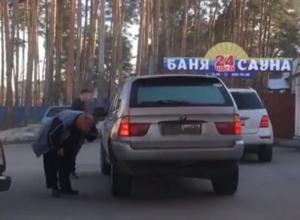 Дорожная разборка водителей элитных внедорожников в Воронеже попала на видео