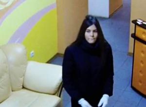 Полиция разыскивает сексуальную брюнетку за серию краж в Воронеже