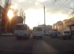 Опасный дрэг-рейсинг маршруток в Воронеже сняли на видео