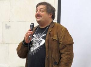 Писатель Дмитрий Быков, преодолев препоны, пробрался на воронежский журфак