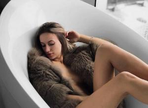 Утомленную воронежскую модель, прикрытую шубой, нашли в ванной