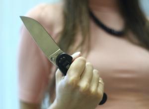 Во время вечеринки в воронежском клубе девушка ударила мужчину ножом