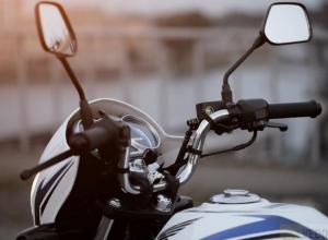 Водитель мотоцикла и две его пассажирки пострадали в аварии под Воронежем