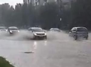 Очередное превращение воронежских улиц в реки из-за ливня попало на видео