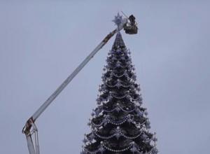 Установку скандальной новогодней елки в Воронеже оценили в 1,7 миллиона рублей