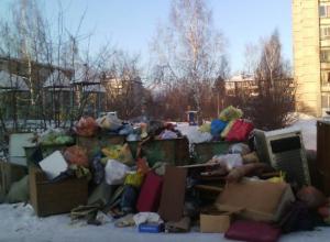 Воронежцы оставили оскорбительные послания автохаму на стеклах джипа