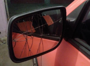 Водитель Lada снес зеркало и уехал, но воронежцы обвинили пострадавшего