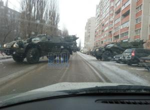 Бронемашина перегородила дорогу в Воронеже