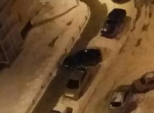 Жителей воронежского ЖК возмутила хамская парковка автомобиля