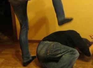 Житель Северного ногами избил приглашенного в гости воронежца