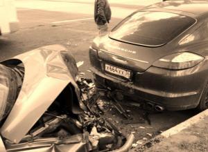 После ДТП ВАЗа и элитного «Porsche» в Воронеже водители высмеяли отечественный автопром
