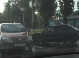 Утреннее ДТП на мокром асфальте воронежского моста сняли на видео