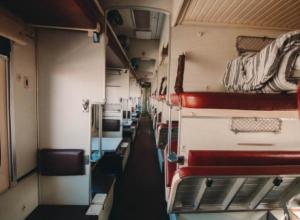Воронежца отправили за решетку за мат в поезде