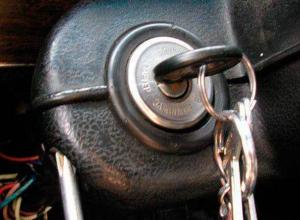 Воронежец забыл ключи в замке зажигания и лишился автомобиля