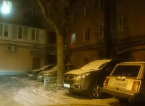 Воронежцы разыскивают неадеквата, выламывающего автодворники