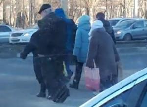 Дед на моноцикле восхитил жителей Воронежа
