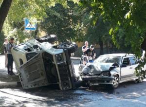 В Воронеже огромный Land Rover перевернулся от столкновения с легковушкой