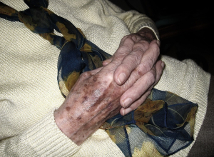 В Юго-западном районе Воронежа мужчина представился сантехником и напал на пенсионерку