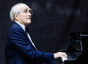 Легендарный Мишель Легран выступит в Воронеже с симфоническим оркестром