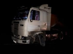 На воронежской дороге пострадали люди в столкновении грузовика и «десятки»