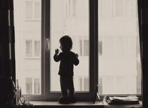 В Воронеже ребенок выпал из окна восьмого этажа