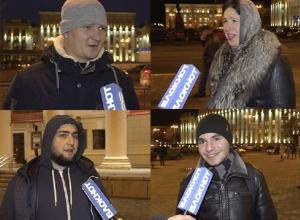 В центре Воронежа прохожие спели любимые песни «Сектора Газа»