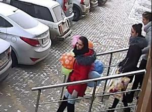 В жилом комплексе в Воронеже сняли на видео «девушек-свиней»