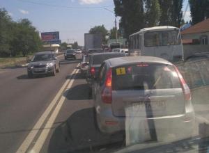 Громадная пробка в Воронеже вынуждает водителей проводить в ней по несколько часов