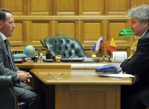 Губернатор Гордеев оценил «личный вклад» юбиляра Владимира Ходырева