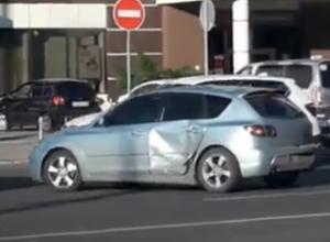 Хитрый маневр Mazda через «сплошную» в центре Воронежа попал на видео