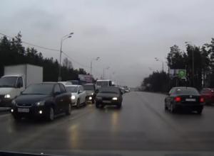 Беспредельная езда на встречный поток автомобилей в Воронеже попала на видео