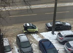 Машину-букашку сфотографировали на парковке в Воронеже