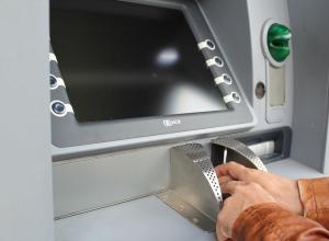 Пьяный воронежец разбил банкомат на 80 тысяч рублей