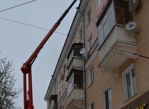 В центре Воронежа началась борьба с сосульками