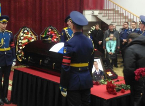 Воронежцев пустили к гробу с телом погибшего в Сирии летчика