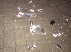 В Воронеже кто-то щедро разбросал по земле телефоны