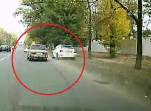 Беспредел на дороге в Воронеже устроил водитель ВАЗа и попал на видео