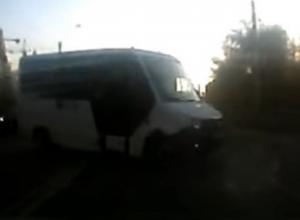 Отмороженный маршрутчик на дороге в Воронеже попал на видео