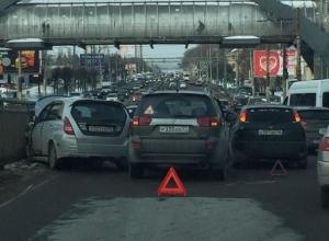 В Воронеже тройное ДТП спровоцировало пробку на Московском проспекте